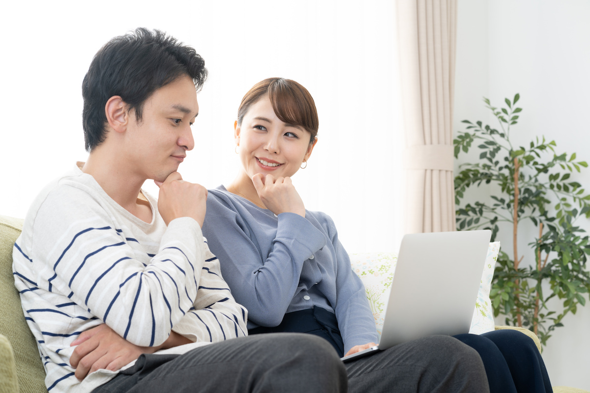 工務店集客ドットコム|工務店のホームページを見る家族1